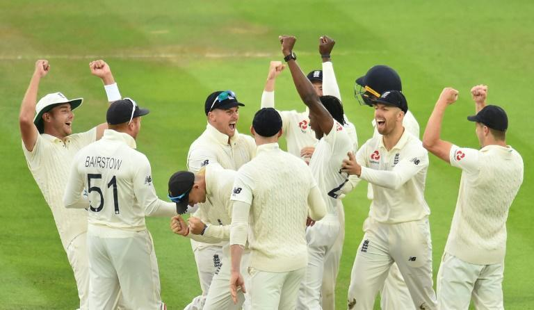 Maiden Test wicket - England's Jofra Archer (C) celebrates his dismissal of Australia's Cameron Bancroft at Lord's (AFP Photo/Glyn KIRK )