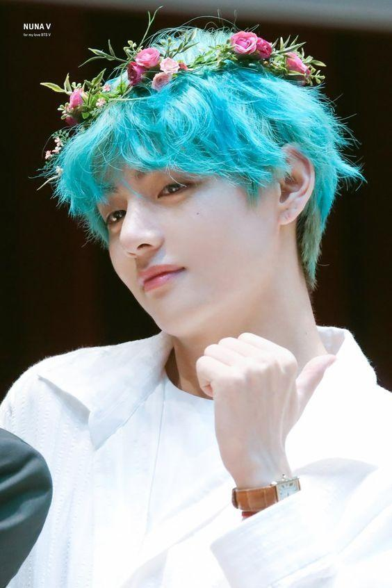 V shares a photo of his blue-hair look and it looks breath-taking