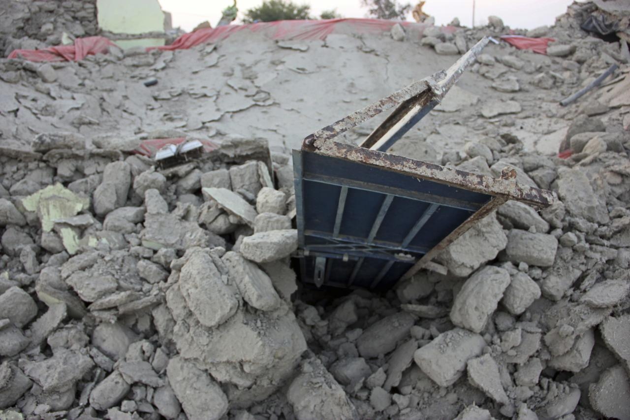The rubble of a house is seen after it collapsed following the quake in the town of Awaran, southwestern Pakistani province of Baluchistan, September 25, 2013. The death toll from a powerful earthquake in Pakistan rose to at least 208 on Wednesday after hundreds of mud houses collapsed on people in a remote area near the Iranian border, officials said. REUTERS/Sallah Jan (PAKISTAN - Tags: DISASTER)