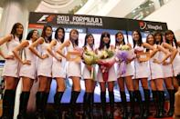 The girls pose for the cameras at Tampines Mall. (Yahoo! photo)