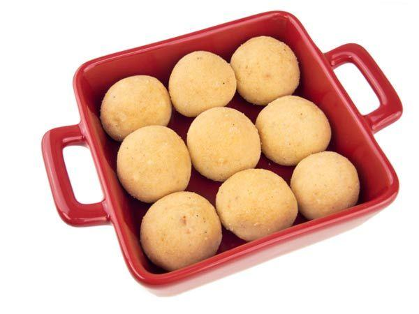 <p><strong>Image courtesy : iDiva.com</strong></p><p><strong>1. Laddoos</strong></p> <p>Begin the festivities with something sweet and you are guaranteed to win hearts. While boondi laddoos are popular, churme ke laddoos are often served during Dussehra. Let a cup of <em>garam garam chai </em>accompany this treat.</p><p><strong>Related Articles - </strong></p><p><a href='https://ec.yimg.com/ec?url=http%3a%2f%2fidiva.com%2fphotogallery-relationships%2fhow-to-make-your-first-festive-season-as-newlyweds-perfect%2f24617%26%23x27%3b&t=1503338932&sig=80jtQSoKJTmB.g1I3yvIHg--~D target='_blank'>How to Make Your First Festive Season as Newlyweds PERFECT</a></p>