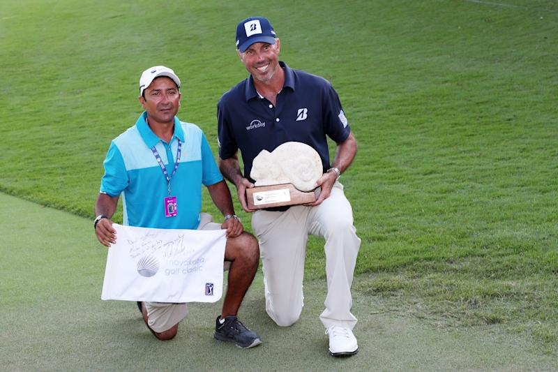 Matt Kuchar celebrates with caddie El Tucan on the 18th green after winning during the final round of the 2018 Mayakoba Golf Classic.