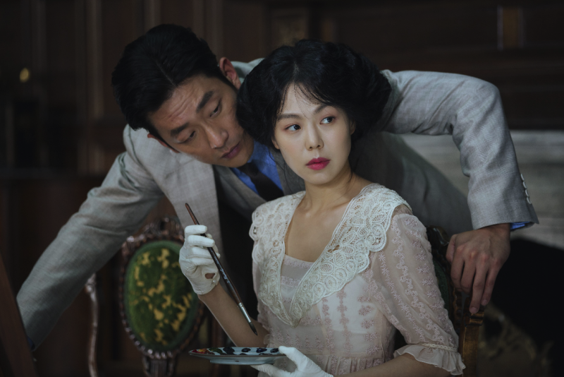 Count Fujiwara (Ha Jung-woo) and Lady Hideko (Kim Min-hee) in