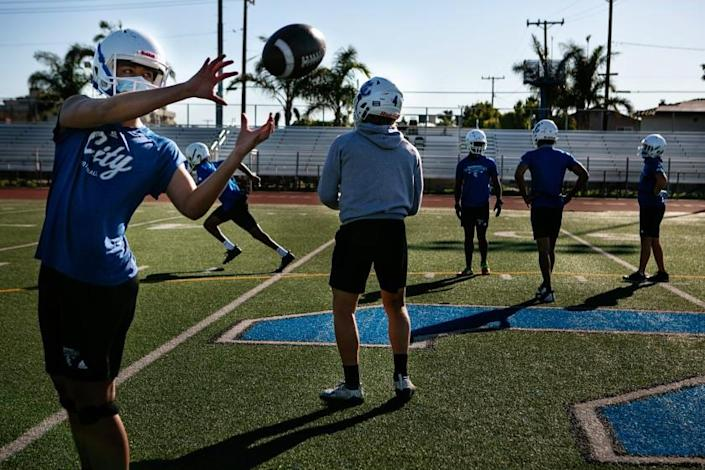CULVER CITY, CA - FEBRUARY 26: Quarterbacks and Receivers at Culver City High School work on drills its first official football practice after an 11-month shutdown due to Covid-19 on {wdt} in Culver City, CA. (Jason Armond / Los Angeles Times)