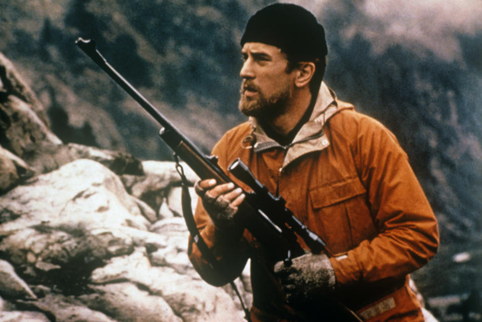 The actor Robert De Niro plays the part of Michael Vronsky, a Russian American steel worker, portraied with a rifle; Michael, lead character of Michael Cimino's The Deer Hunter, pursues his intention to hunt a deer with a single shoot. USA, 1978. (Photo by Mondadori via Getty Images)