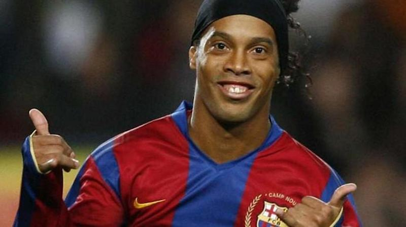 Ronaldinho will marry both his girlfriends at the same time