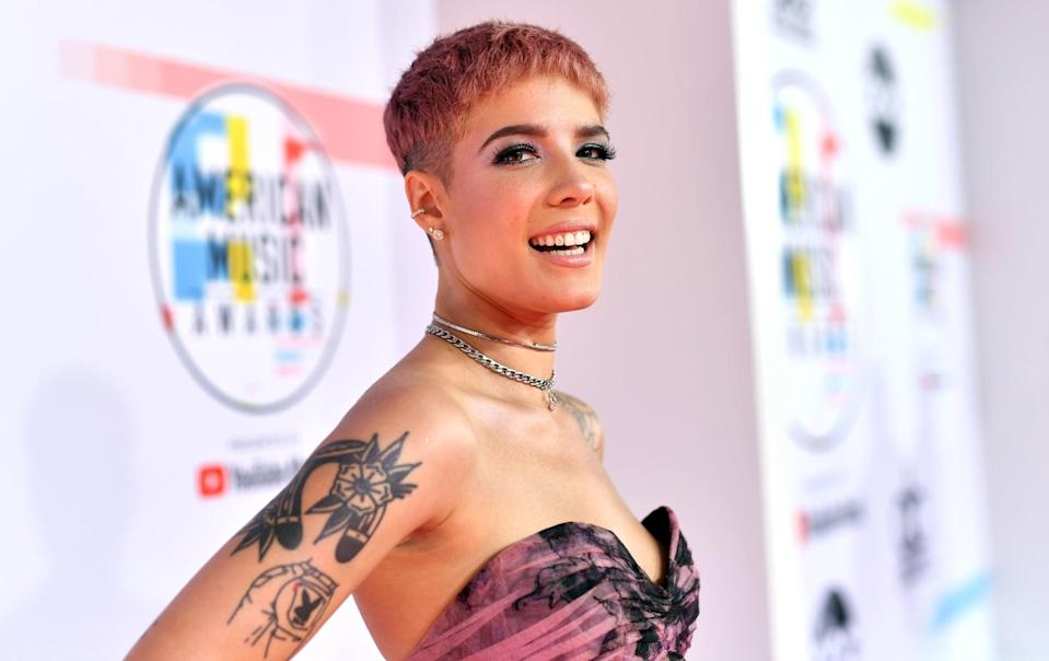LOS ANGELES, CA - OCTOBER 09: Halsey attends the 2018 American Music Awards at Microsoft Theater on October 9, 2018 in Los Angeles, California.  (Photo by Emma McIntyre/Getty Images For dcp)