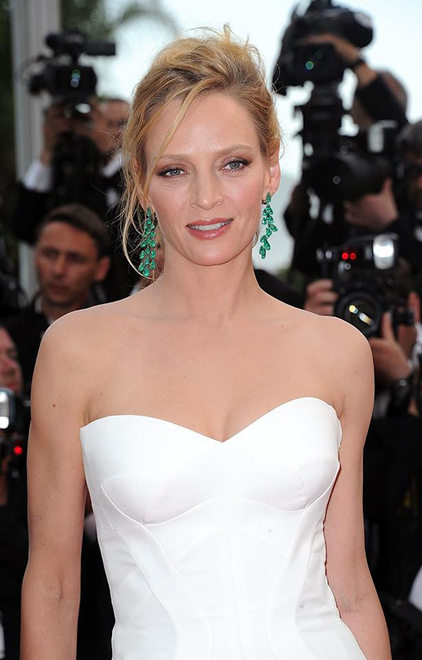 """""""Pulp Fiction"""" star Uma Thurman looks totally different with blond hair and red lipstick."""
