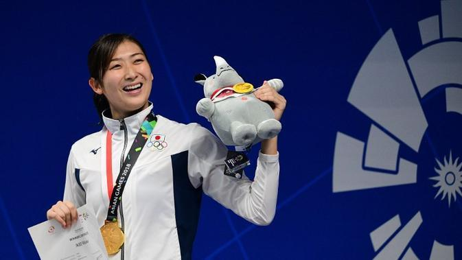 Perenang Jepang, Rikako Ikee, meraih gelar Most Valuable Player (MVP) Asian Games 2018 setelah meraih enam medali emas dan mencetak enam rekor renang. (AFP/Martin Bureau)