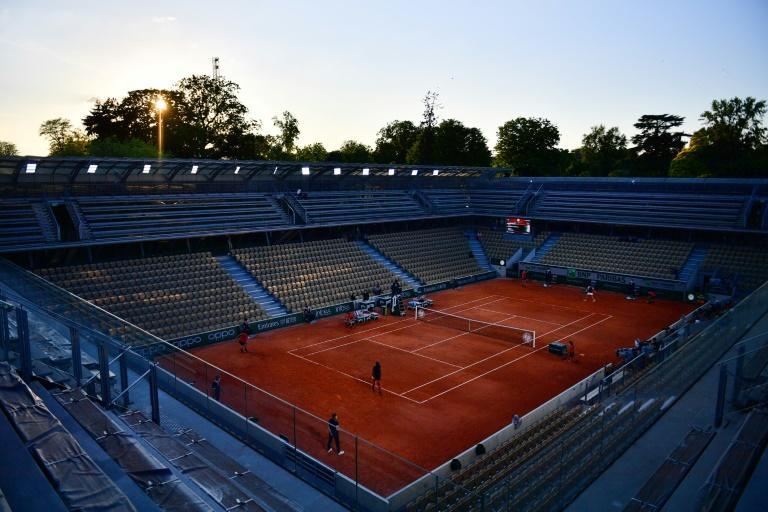 Carla Suarez Navarro's first match back following her return from cancer finished in front of an empty Court Simonne Mathieu because of France's curfew rules