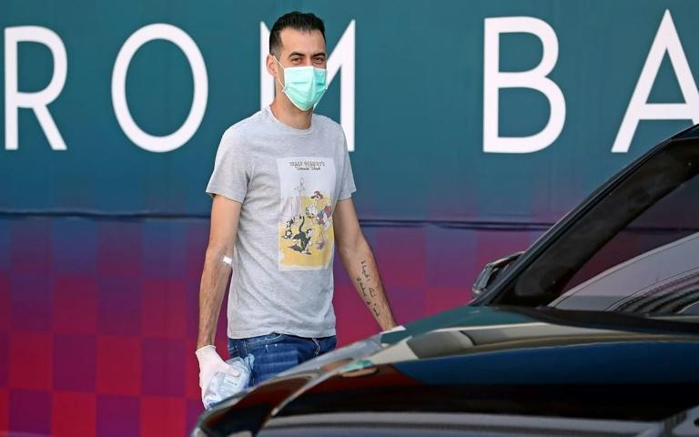 Barcelona's Sergio Busquets wearing a face mask and gloves on arrival at the club's training ground last week (AFP Photo/Miguel Ruiz)