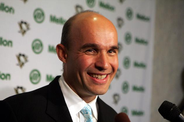 "<a class=""link rapid-noclick-resp"" href=""/nhl/teams/pit/"" data-ylk=""slk:Pittsburgh Penguins"">Pittsburgh Penguins</a> new owner Jim Balsillie, chairman and co-CEO of Research in Motion, holds a news conference between periods of the Penguins season opener against the <a class=""link rapid-noclick-resp"" href=""/nhl/teams/phi/"" data-ylk=""slk:Philadelphia Flyers"">Philadelphia Flyers</a> Thursday, Oct. 5, 2006 in Pittsburgh. Mario Lemieux' ownership group agreed to sell the 39-year-old franchise to Canadian businessman Balsillie on Thursday.(AP Photo/Gene J. Puskar)"