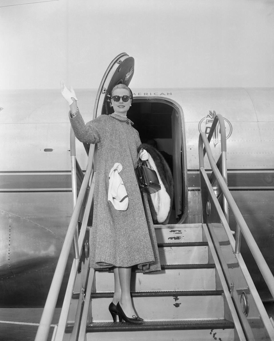 <p>Kelly waves goodbye to her film career and tenure in Hollywood as she boards her flight from Los Angeles to New York, and begins her journey to Monaco to become Princess Grace. </p>