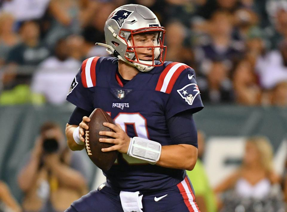 Patriots quarterback Mac Jones (10) drops back to pass against the Eagles during the second quarter at Lincoln Financial Field.