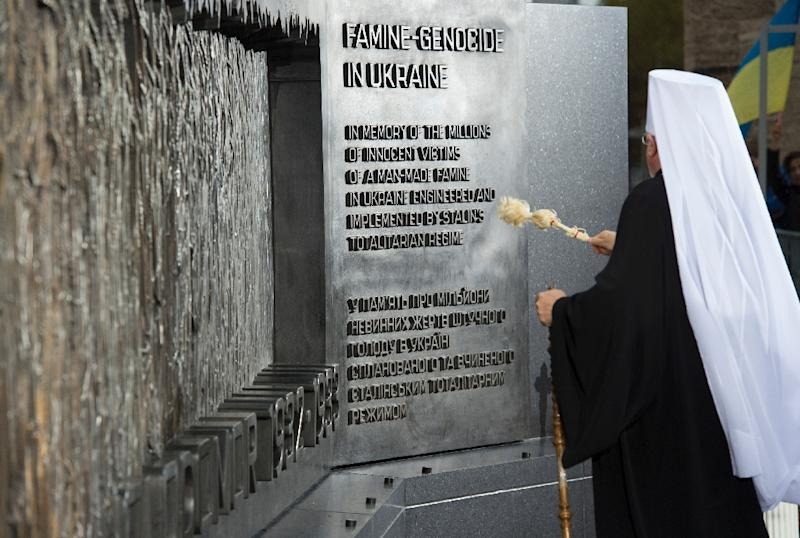 His Eminence Metropolitan Antony of the Ukrainian Orthodox Church of the US blesses the Holodomor Memorial on November 7, 2015 in Washington, DC (AFP Photo/Molly Riley)