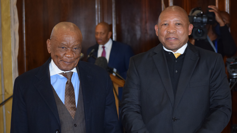 Leosotho Prime Ministers Thomas Thabane and Moeketsi Majoro (left and right)