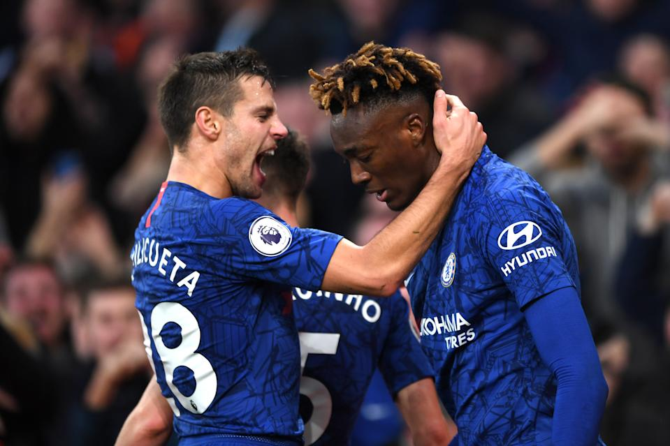 LONDON, ENGLAND - DECEMBER 29: Tammy Abraham of Chelsea celebrates with Cesar Azpilicueta of Chelsea after scoring his sides second goal during the Premier League match between Arsenal FC and Chelsea FC at Emirates Stadium on December 29, 2019 in London, United Kingdom. (Photo by Shaun Botterill/Getty Images)
