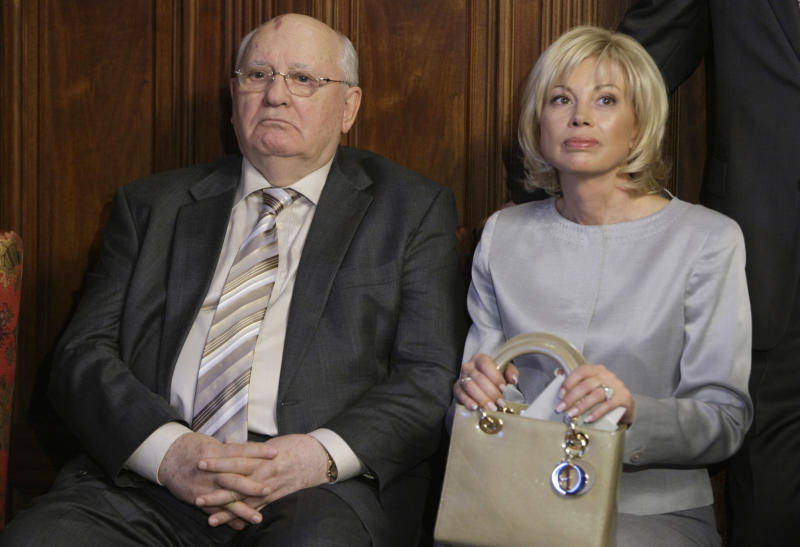 """Mikhail Gorbachev and his daughter Irina attend a ceremony of annoucement of nominees of Mikhail Gorbachev's unique award """"The Man, who changed the World"""" in the residence of the United Kingdom Ambassador in Moscow, Thursday, March 10, 2011. (AP Photo/Mikhail Japaridze)"""