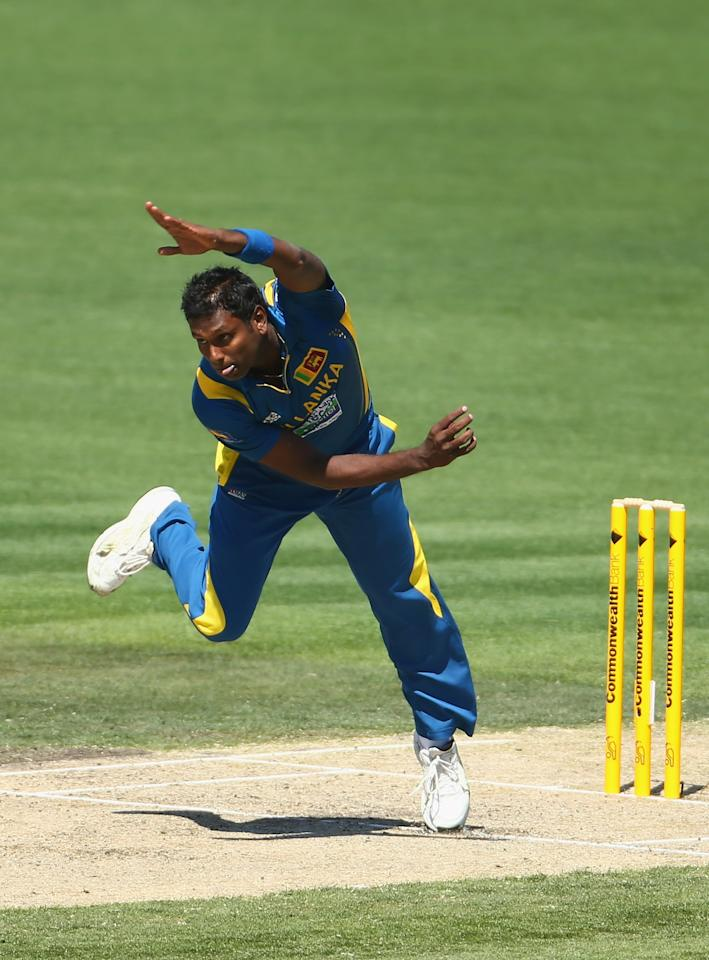 HOBART, AUSTRALIA - JANUARY 23: Angelo Mathews of Sri Lanka bowls during game five of the Commonwealth Bank One Day International Series between Australia and Sri Lanka at Blundstone Arena on January 23, 2013 in Hobart, Australia.  (Photo by Robert Cianflone/Getty Images)