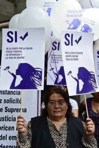 <p>Members of Amnesty International protest outside the El Salvador embassy in Mexico City, on May 29, 2013.</p>