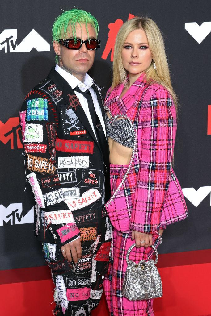 Avril Lavigne and boyfriend, Mod Sun, hit the red carpet of the MTV VMAs in New York. (Image via Getty Images)