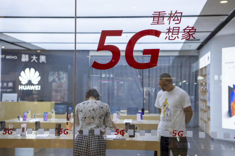HAI'AN, CHINA - JULY 11, 2020 - Customers browse 5g mobile phones in a Huawei authorized experience store. Hai'an City, Jiangsu Province, China, July 11, 2020. (Photo by Xu Jingbai / Costfoto/Sipa USA)