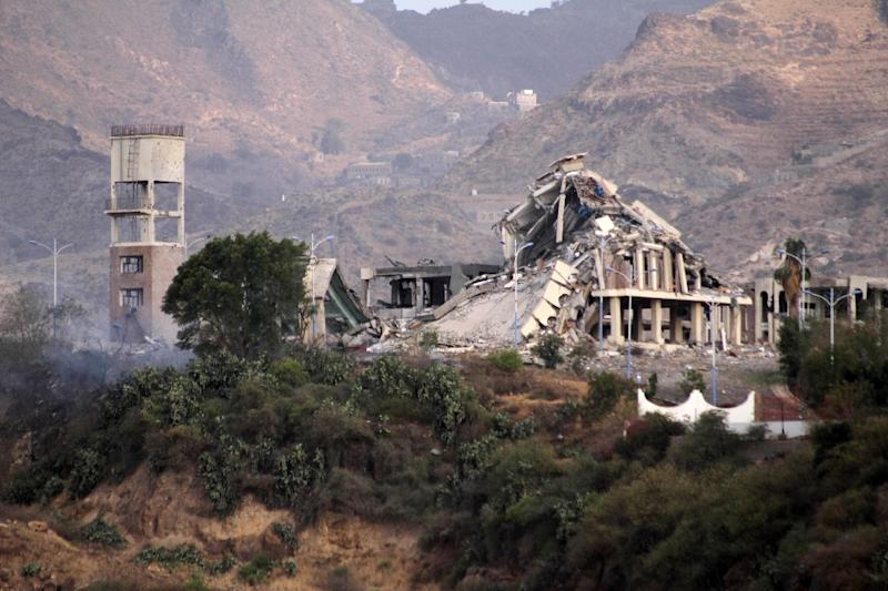 The remains of the Republican Palace, following a reported air raid, in the city of Taez on April 17, 2015 (AFP Photo/Taha Saleh)