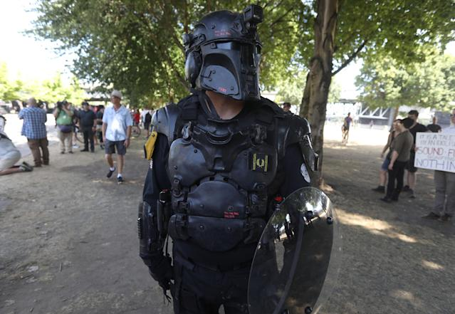 <p>A right-wing supporter of the Patriot Prayer group wears protective gear during a rally in Portland, Ore., Aug. 4, 2018. (Photo: Jim Urquhart/Reuters) </p>
