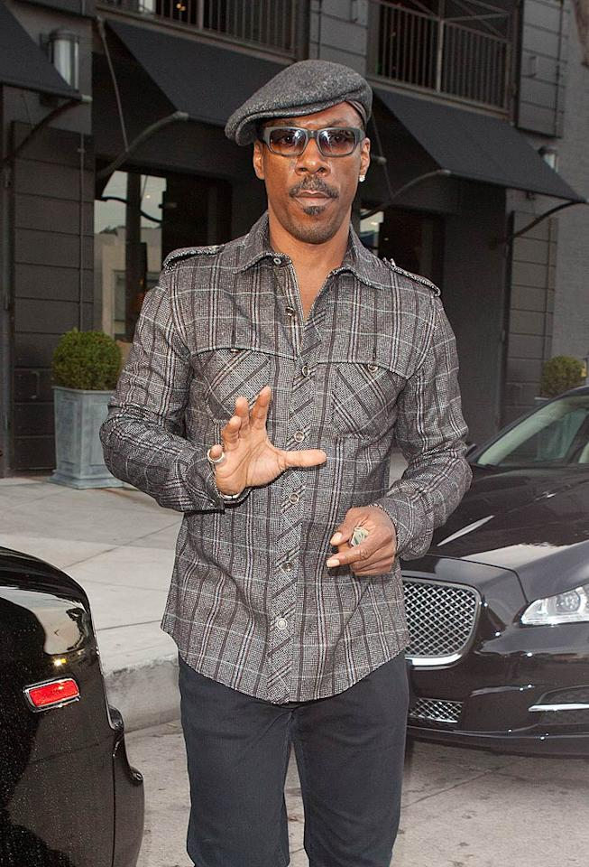 With the Oscar pressure lifted, Eddie Murphy (who recently announced he was quitting his gig as host of the upcoming Academy Awards in February) decided to do a little shopping in Beverly Hills on Wednesday. (11/9/2011)