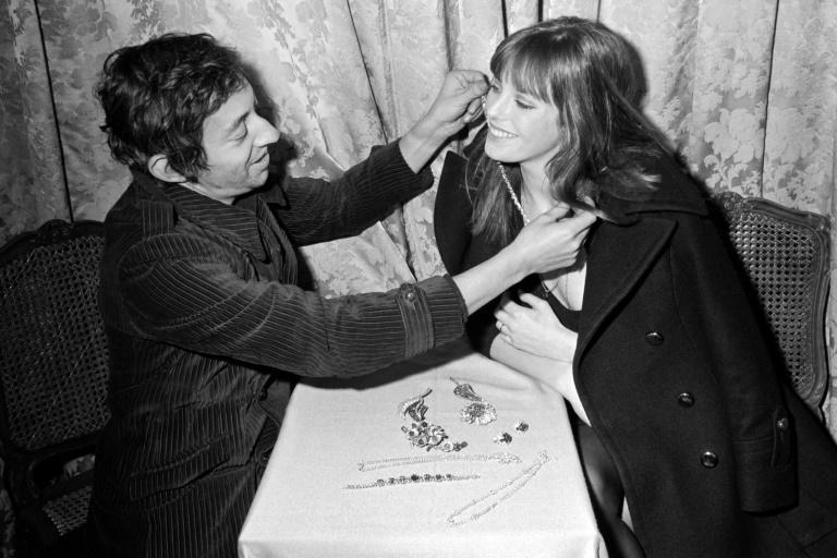 Picture released on December 5, 1969 of British actress and singer Jane Birkin (R) and French musician Serge Gainsbourg (L) wearing jewels during the inauguration of a new exhibition at a Parisian jeweller, place Vendome