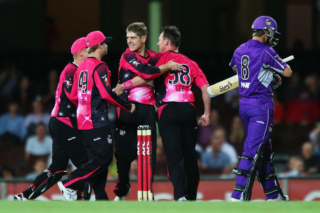 SYDNEY, AUSTRALIA - DECEMBER 26:  Brett Lee of the Sixers celebrates with team mates after claiming the wicket of Tim Paine of the Hurricanes during the Big Bash League match between the Sydney Sixers and the Hobart Hurricanes at SCG on December 26, 2012 in Sydney, Australia.  (Photo by Brendon Thorne/Getty Images)