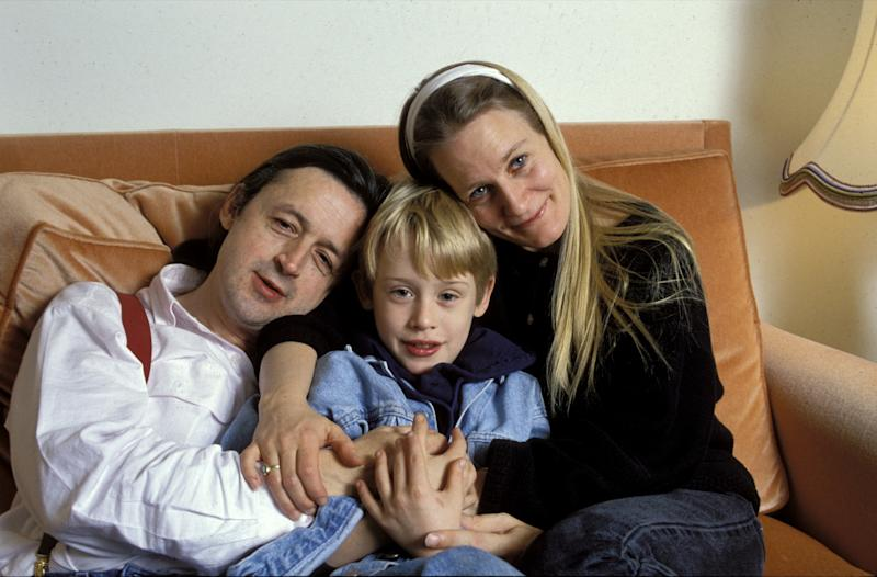 Paris, France - 11 December 1990, American actor Macaulay Culkin in his hotel room in Paris with his mother, Patricia, right, and his father, Kit, left., (Photo by Francis Apesteguy/Getty Images)