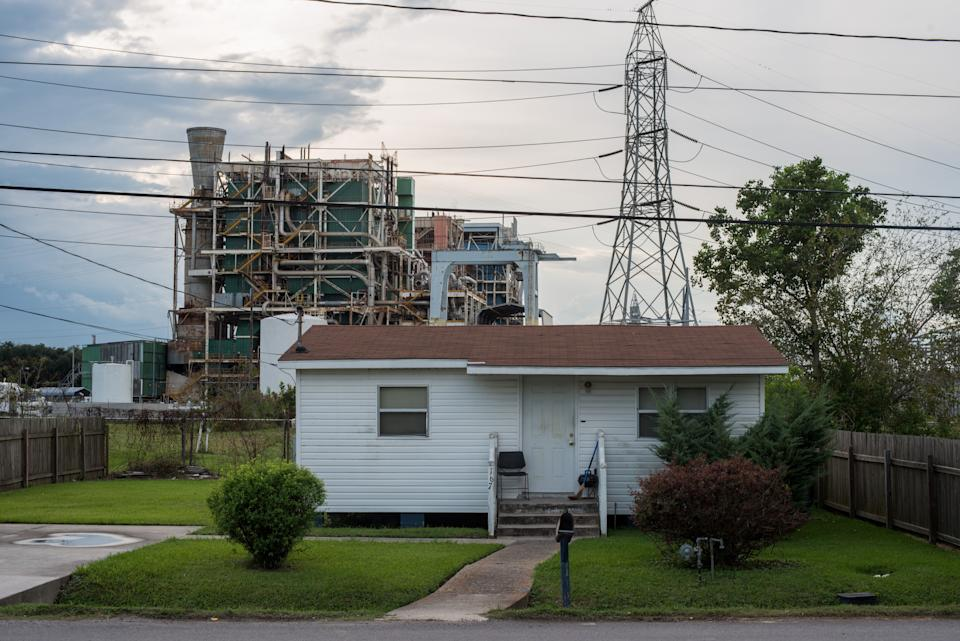 A house along the long stretch of River Road by the Mississippi River and the many chemical plants October 12, 2013.  (Photo: Giles Clarke via Getty Images)