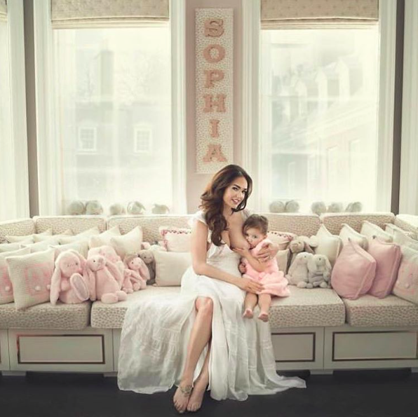 Tamara Ecclestone has shared another image of her breastfeeding her two year old daughter [Photo: Instagram/@tamaraecclestonofficial]