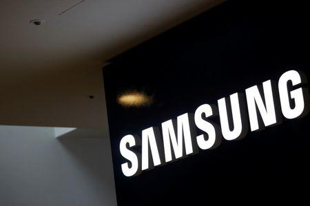 Samsung, Foxconn team with startup on mobile data transfer standard