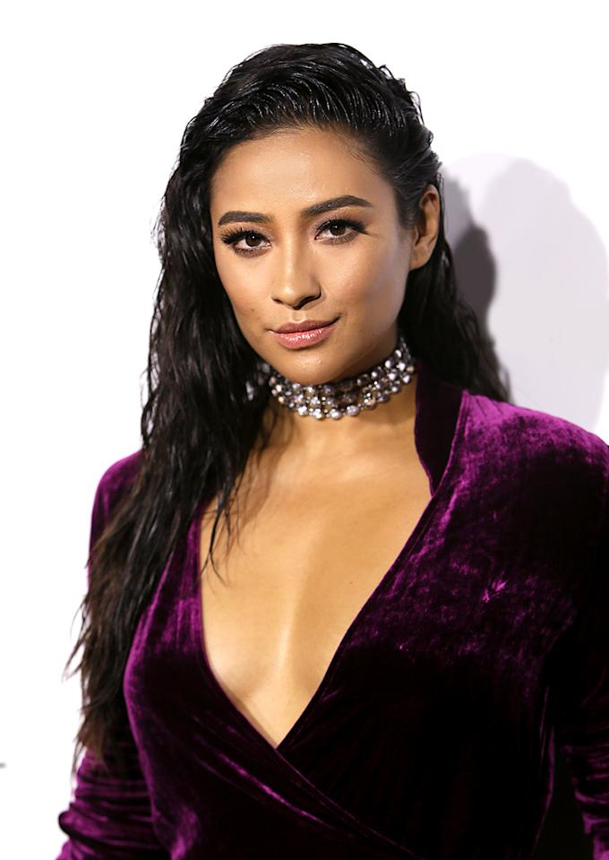 """<p><em>Pretty Little Liars</em> actress Shay Mitchell tries out the wet hair trend for the ELLE Women in Hollywood Awards and looks stunning! Her textured 'do complements her purple velvet outfit and studded choker necklace. <em>To minimize frizz with wet and wavy styles, try <a rel=""""nofollow"""" href=""""http://www.bumbleandbumble.com/product/9358/23196/Products/HairdressersOil/hairdressers-invisible-oil/index.tmpl"""">Bumble and Bumble Hairdresser's Invisible Oil</a>, $21. </em>(Photo: David Livingston/Getty Images) </p>"""