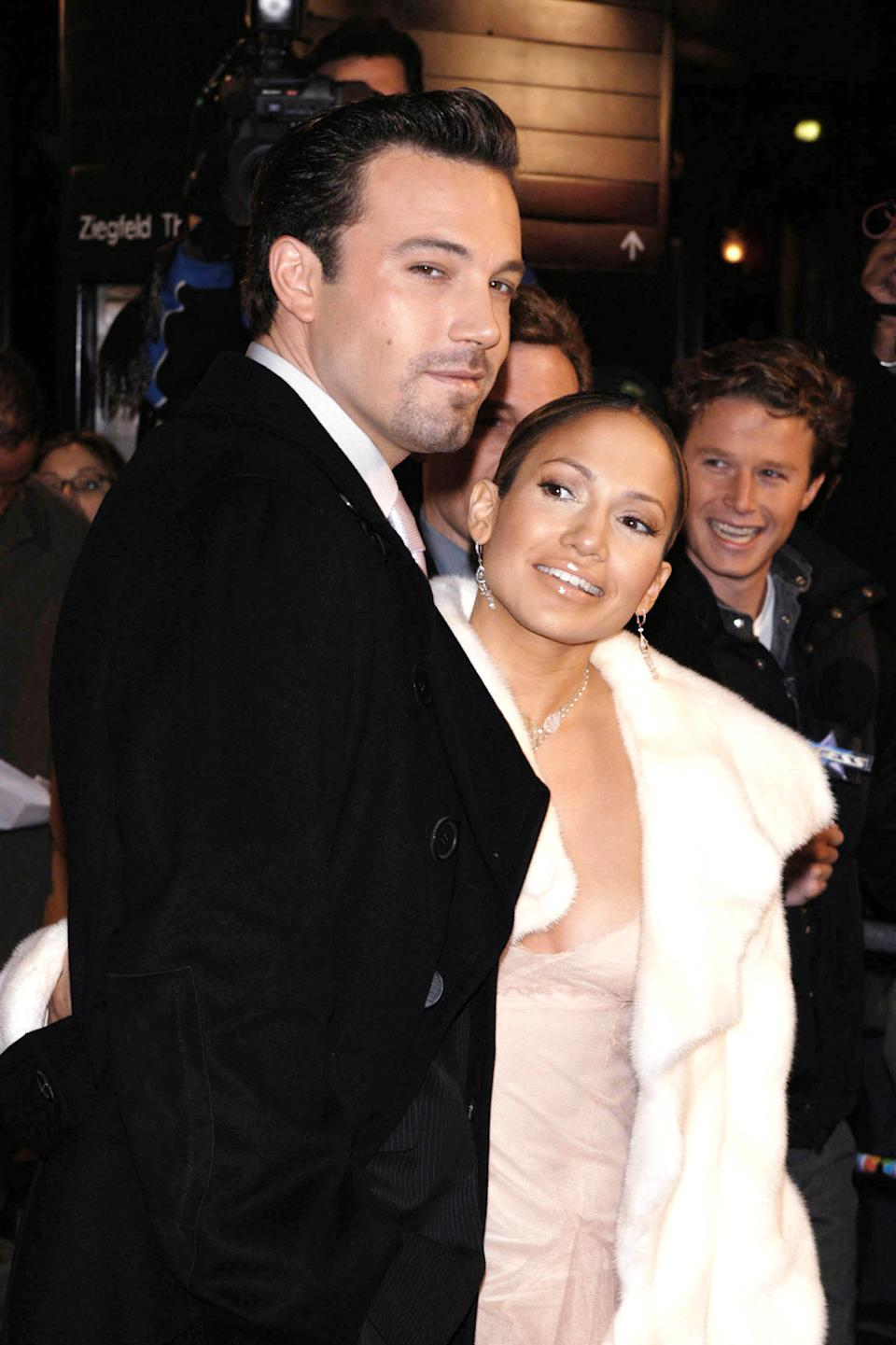 Photo by: Peter Kramer STAR MAX, Inc. - copyright 2002 ALL RIGHTS RESERVED Telephone/Fax: (212) 995-1196 12/8/02 Ben Affleck and Jennifer Lopez at the premiere of