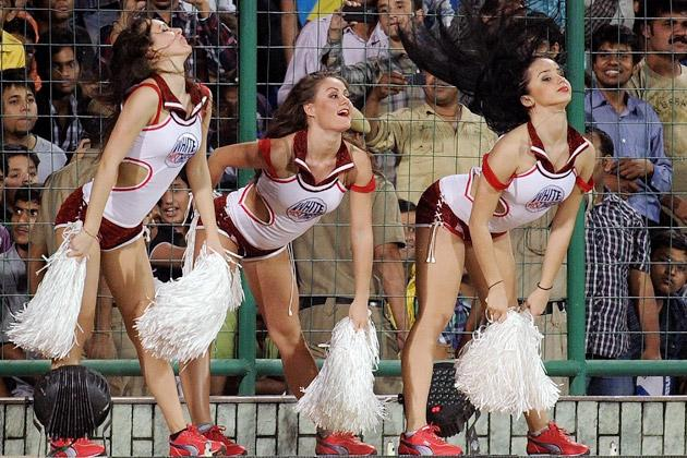 Delhi Daredevils cheerleaders perform during the IPL Twenty20 cricket match between Chennai Super Kings and Delhi Daredevils at the Feroz Shah Kotla stadium in New Delhi on April 10, 2012.Delhi Daredevils are chasing 111 runs to win.  AFP PHOTO/ MANAN VATSYAYANA