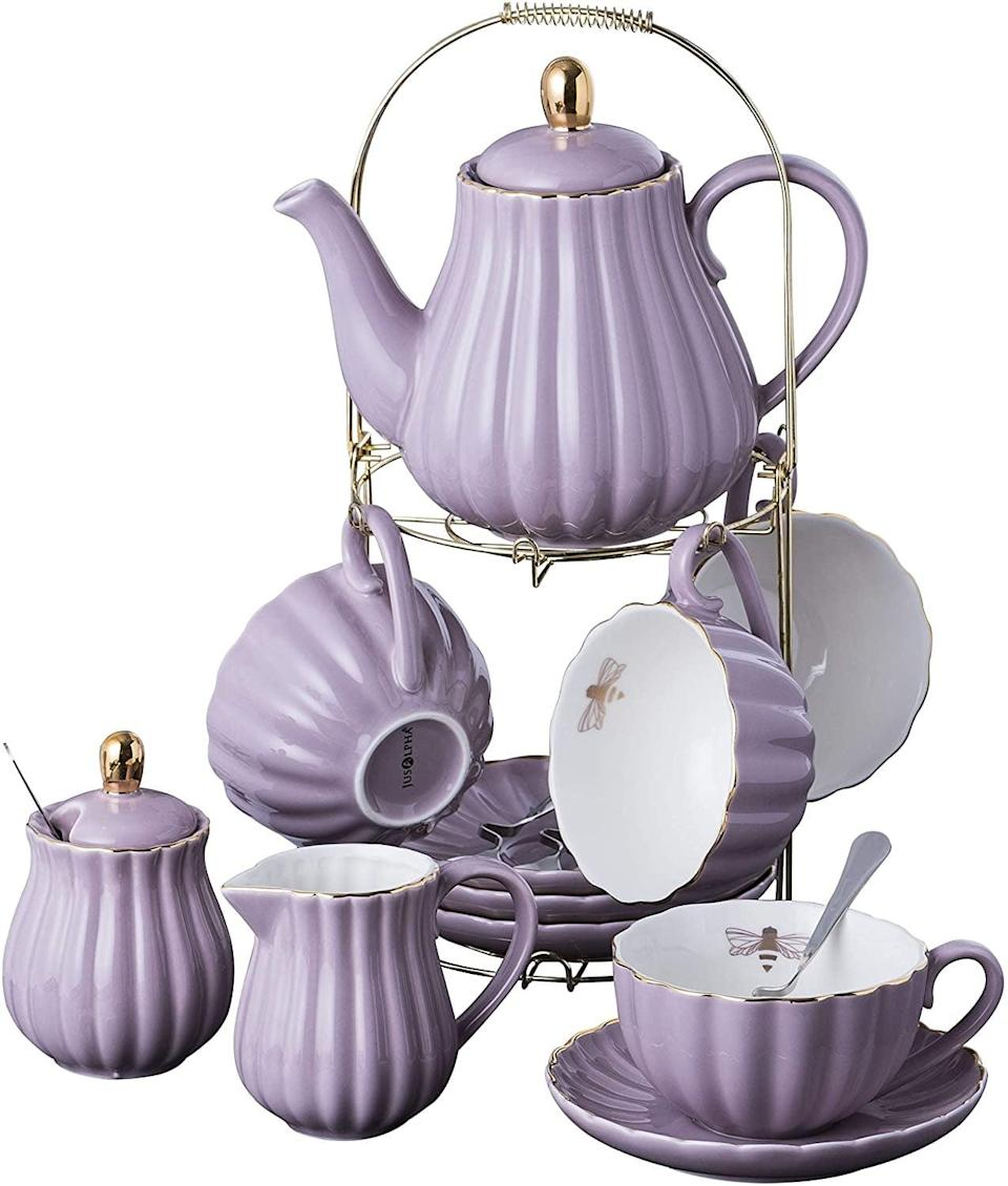 <p>This <span>Jusalpha Fine China Set</span> ($53) will impress anyone.</p>