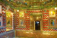Chini Chitrashala (Chinese art place) depicts Chinese and Dutch ornamental tiles.