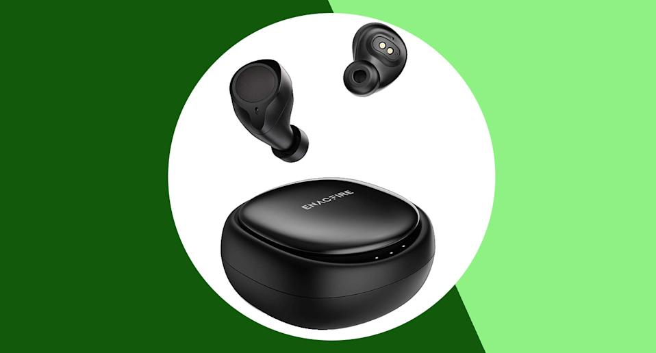 These wireless headphones are majorly discounted right now. [Photo: Yahoo Style UK]