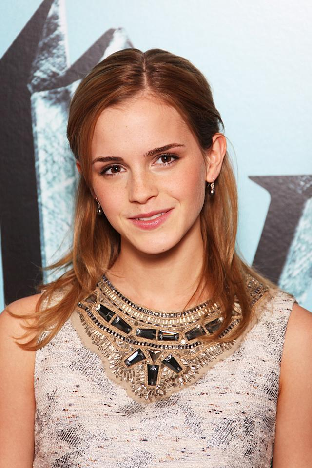 """<a href=""""http://movies.yahoo.com/movie/contributor/1802866081"""">Emma Watson</a> at the London photocall for <a href=""""http://movies.yahoo.com/movie/1809791044/info"""">Harry Potter and the Half-Blood Prince</a> - 07/06/2009"""