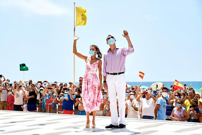"""<div class=""""inline-image__caption""""> <p>King Felipe VI of Spain and Queen Letizia of Spain walk through the seafront of Levante's beach on July 03, 2020 in Benidorm, Spain.</p> </div> <div class=""""inline-image__credit""""> Carlos R. Alvarez/Getty </div>"""