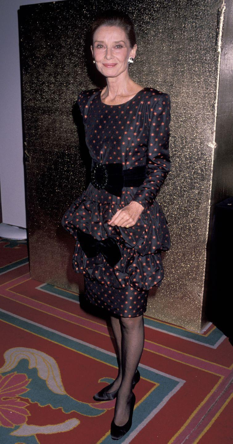 <p>Audrey was the epitome of elegance in '89 with her red-and-black polka dot frock with a statement belt. This same year she also won the Institute for Human Understanding's International Humanitarian Award for her humanitarian work. </p>