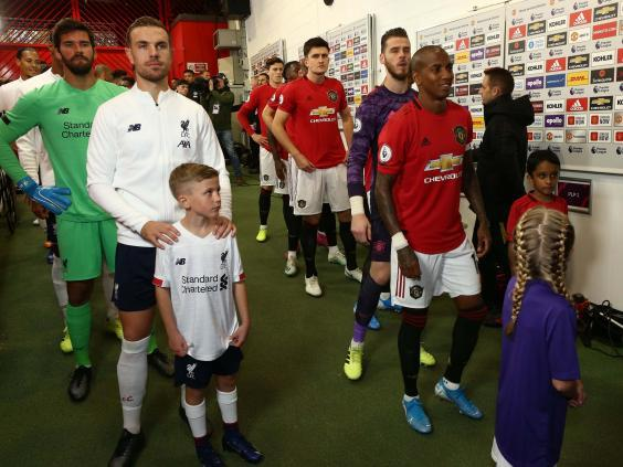 Manchester United and Liverpool line up in the tunnel ahead of kick-off (Getty)