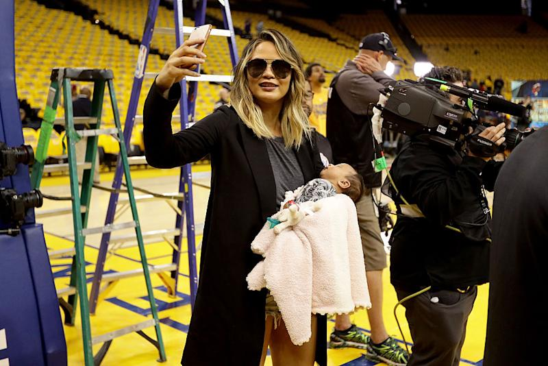 Teigen takes a picture of Luna before game one of the 2016 NBA Finals