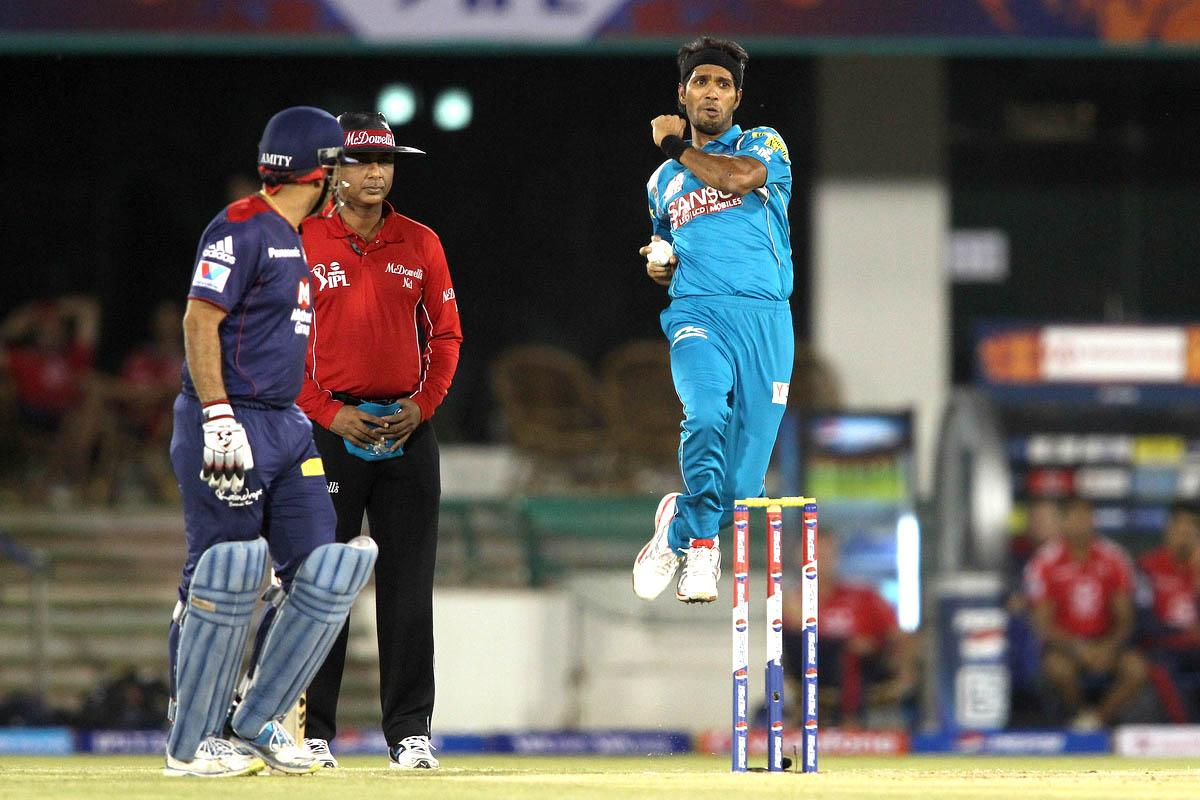 Ashok Dinda of Pune Warriors India sends down a delivery during match 39 of the Pepsi Indian Premier League between The Delhi Daredevils and the Pune Warriors India held at the Chhattisgarh International Cricket Stadium in Raipur on the 28th April 2013.(BCCI)