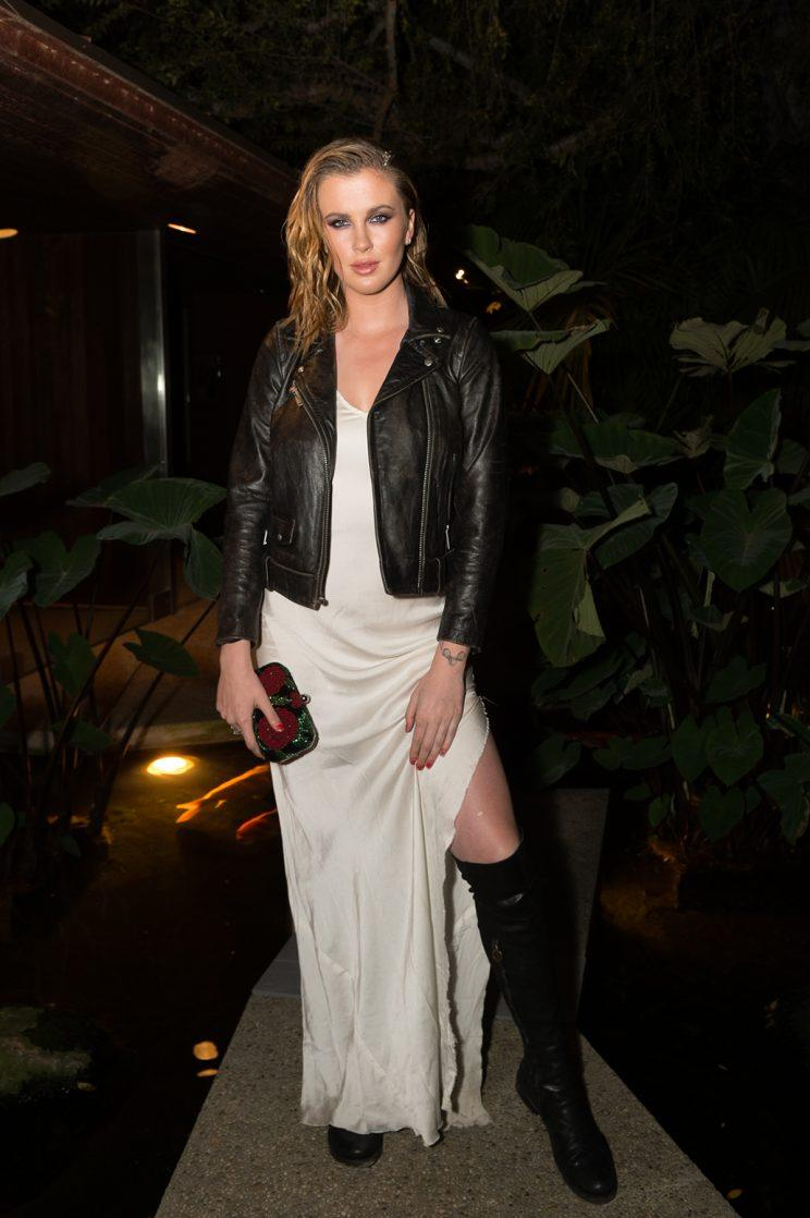 Ireland Baldwin isn't afraid to flash a little leg. (Photo: Emma McIntyre/Getty Images for E! Entertainment)
