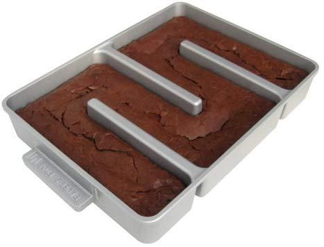 Baker's Edge Nonstick Edge Brownie Pan. (Photo: Amazon)