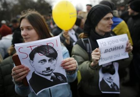 Pro-Ukrainian supporters hold signs at a rally in Simferopol